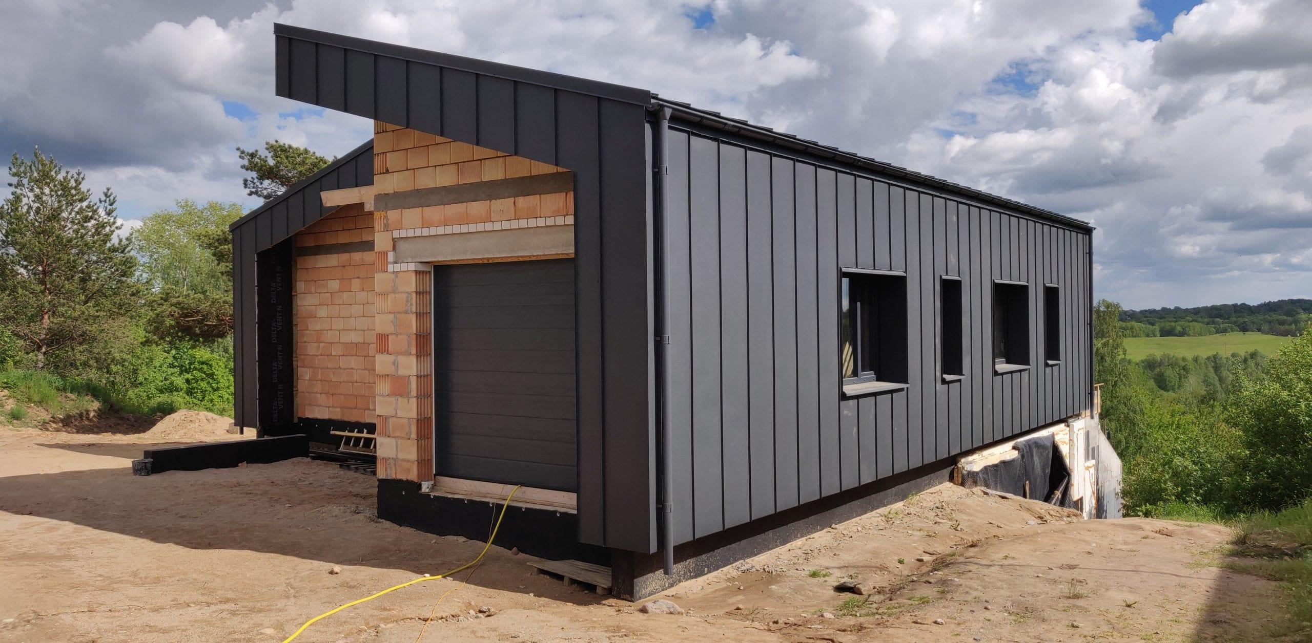Modernaus namo ant šlaito projektas